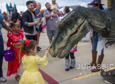 JurassicExtremeTrickorTreatTrailCityofPearlandTX-WalkingDinosaurs-12