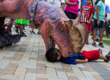 walking-dinosaur-austin-texas-jurassic-extreme
